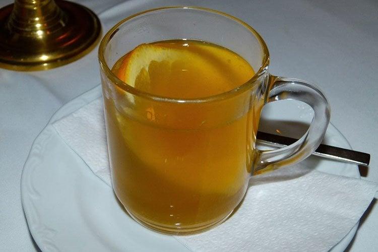 Té de canela y zumo de naranja